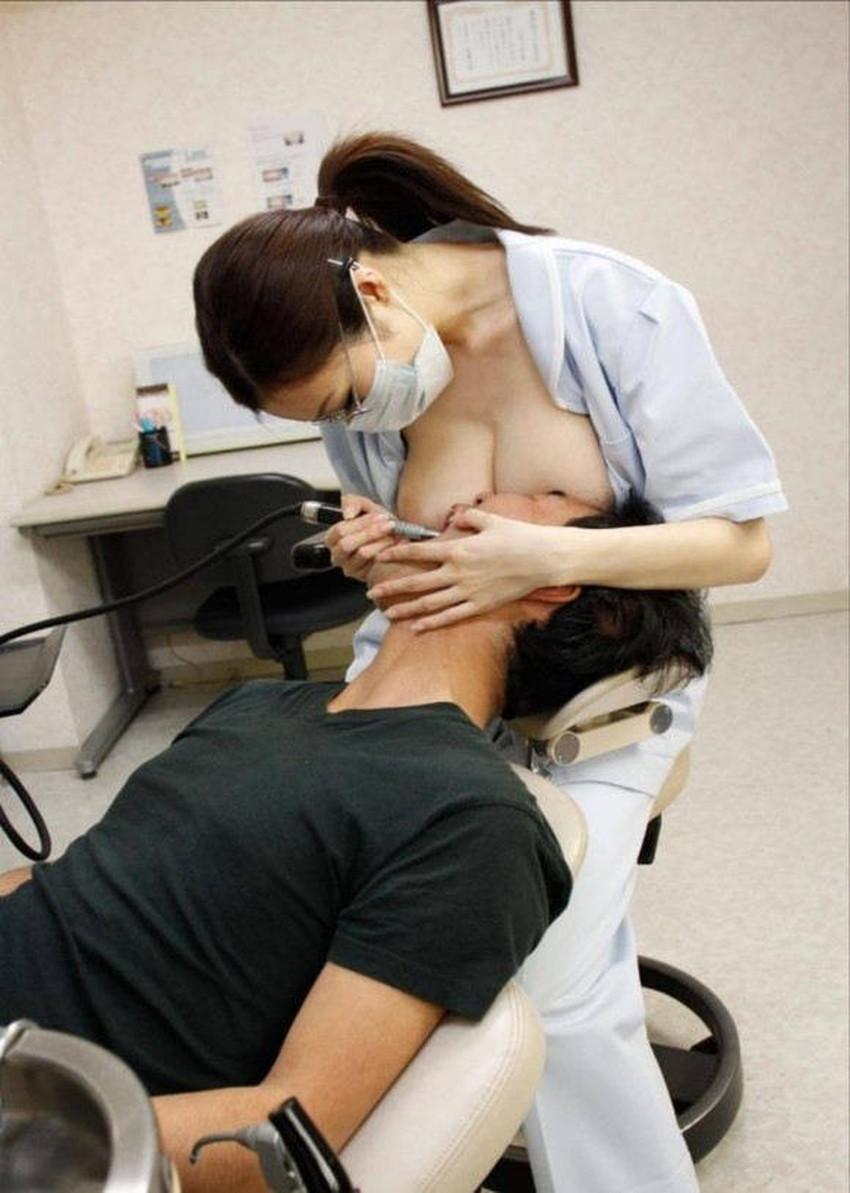 【歯科衛生士エロ画像】歯科衛生士の巨乳があたったりパンチラに興奮して診察台で乳揉みしちゃう歯科衛生士のエロ画像集!ww【80枚】 47