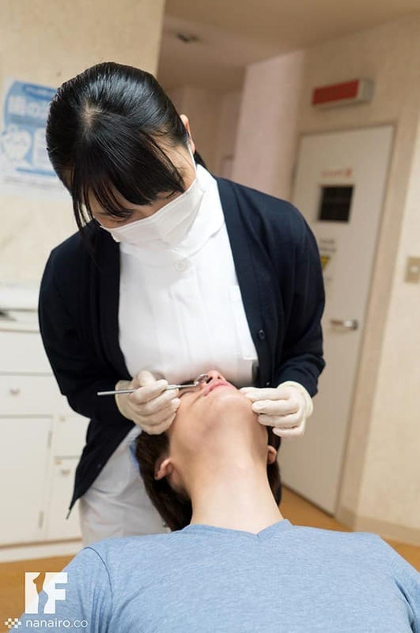 【歯科衛生士エロ画像】歯科衛生士の巨乳があたったりパンチラに興奮して診察台で乳揉みしちゃう歯科衛生士のエロ画像集!ww【80枚】 74