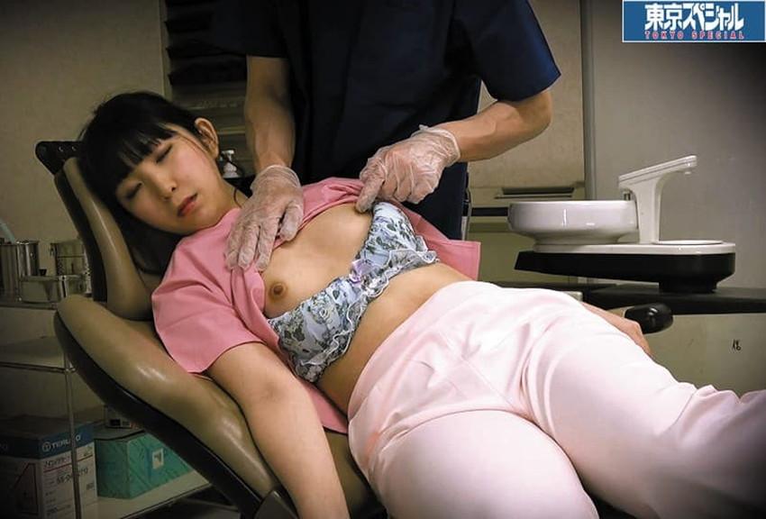 【歯科衛生士エロ画像】歯科衛生士の巨乳があたったりパンチラに興奮して診察台で乳揉みしちゃう歯科衛生士のエロ画像集!ww【80枚】 79