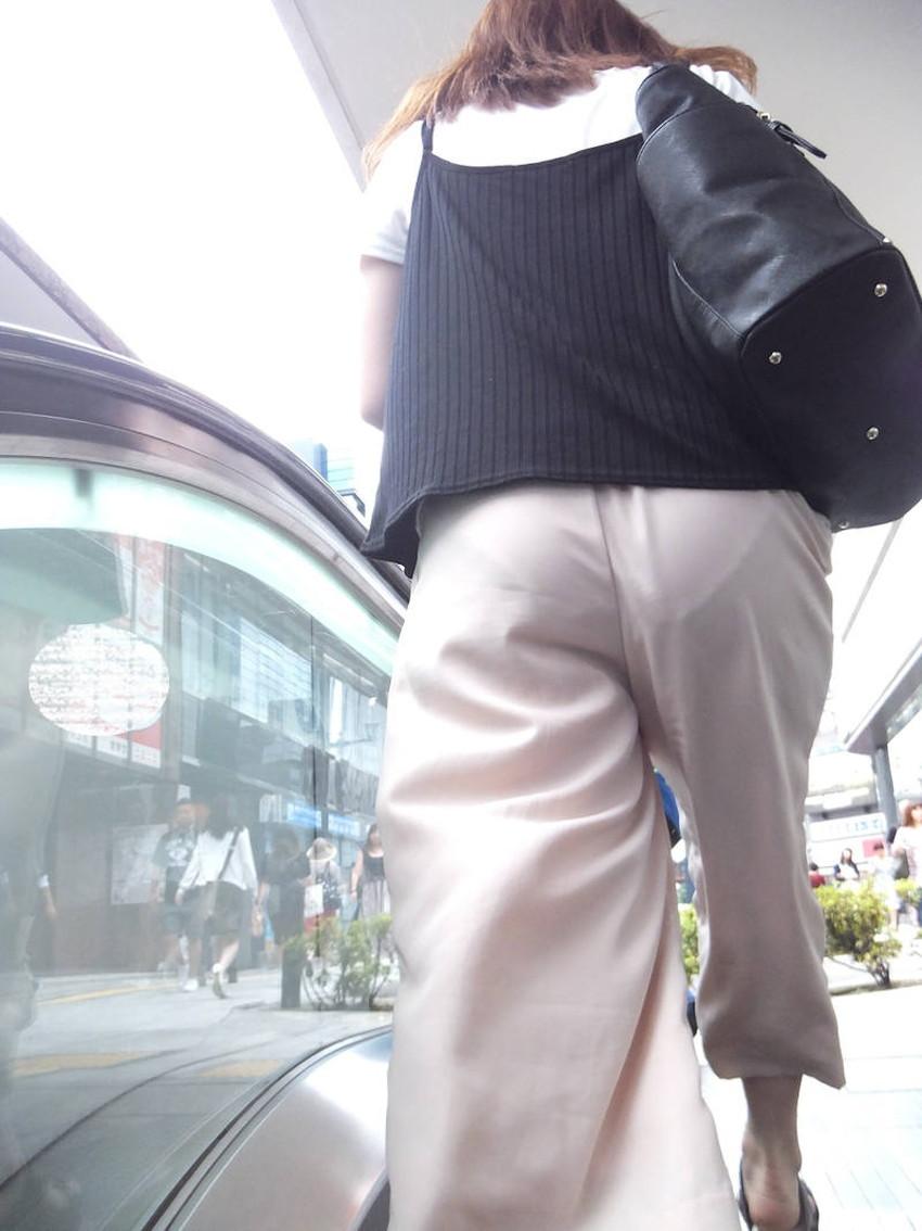 【街撮りエロ画像】街に出掛けて素人女子の胸チラやパンチラ、パイスラや透けパンを盗撮しまくる街撮りのエロ画像集!ww【80枚】 17