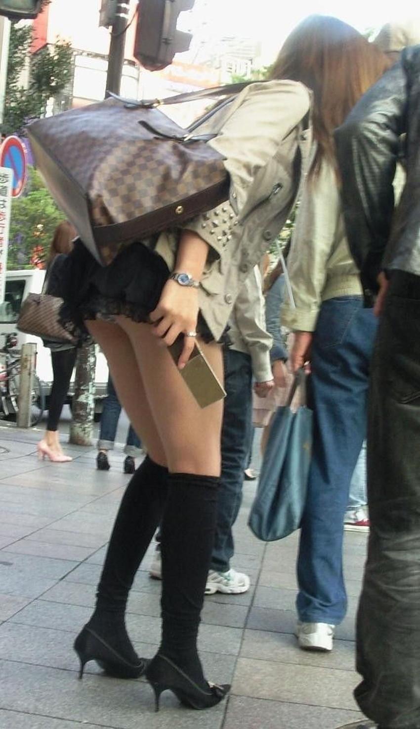 【街撮りエロ画像】街に出掛けて素人女子の胸チラやパンチラ、パイスラや透けパンを盗撮しまくる街撮りのエロ画像集!ww【80枚】 40