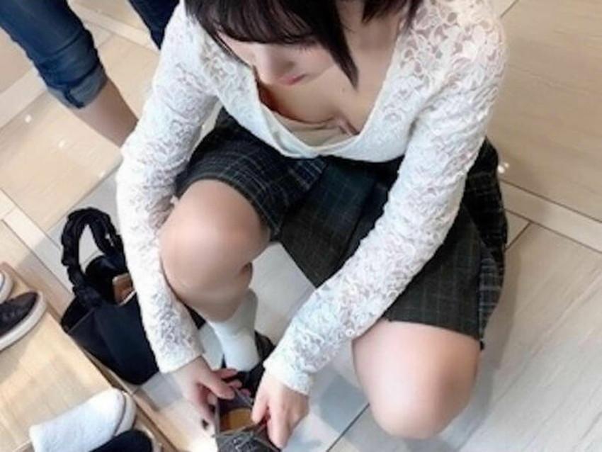 【街撮りエロ画像】街に出掛けて素人女子の胸チラやパンチラ、パイスラや透けパンを盗撮しまくる街撮りのエロ画像集!ww【80枚】 47