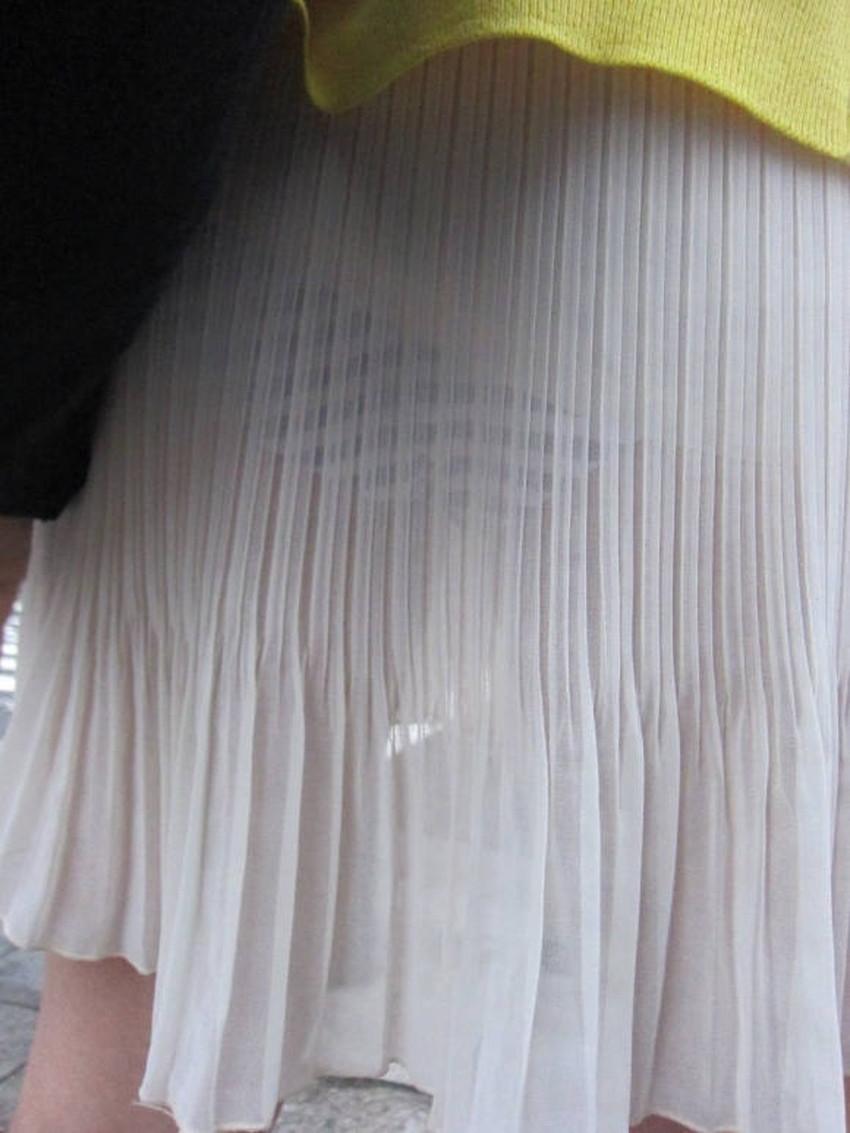 【街撮りエロ画像】街に出掛けて素人女子の胸チラやパンチラ、パイスラや透けパンを盗撮しまくる街撮りのエロ画像集!ww【80枚】 50