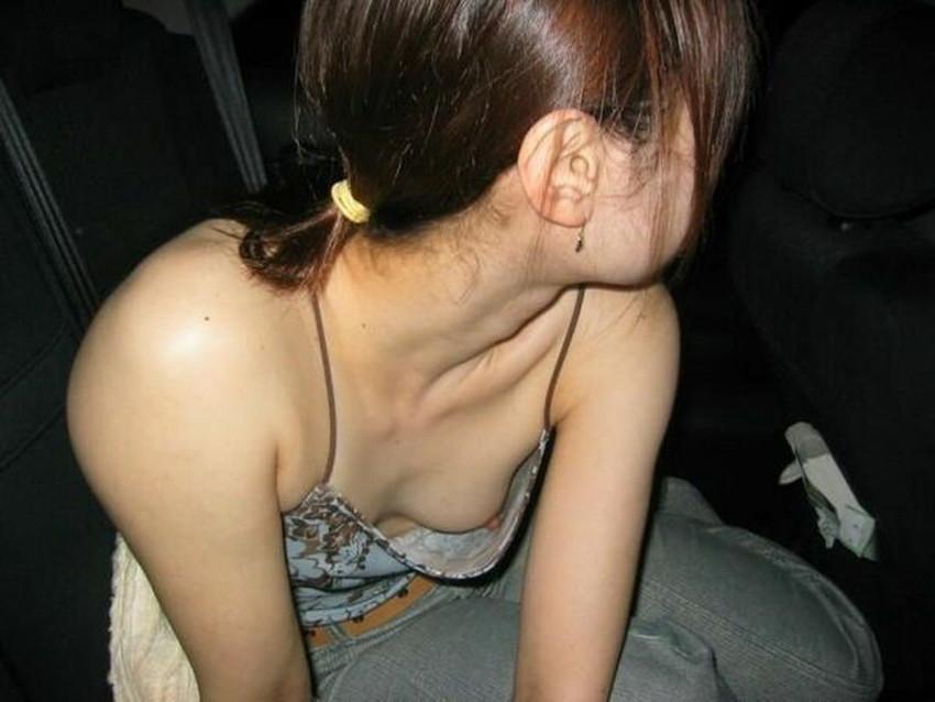 【貧乳胸チラエロ画像】貧乳だからこそ見える前かがみ胸チラ!!服やブラがスカスカで乳首まで見えてる貧乳胸チラのエロ画像集!ww【80枚】 06