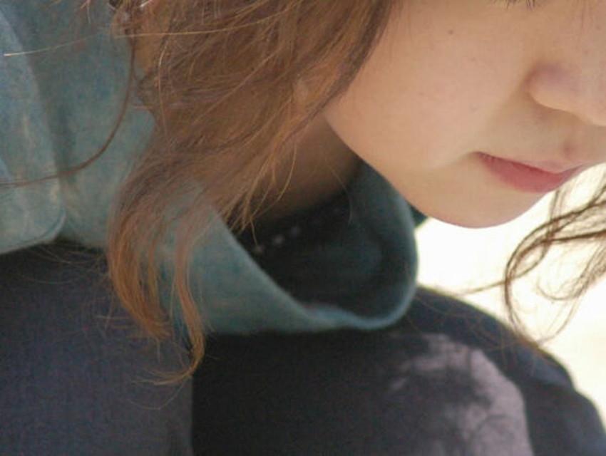 【貧乳胸チラエロ画像】貧乳だからこそ見える前かがみ胸チラ!!服やブラがスカスカで乳首まで見えてる貧乳胸チラのエロ画像集!ww【80枚】 08