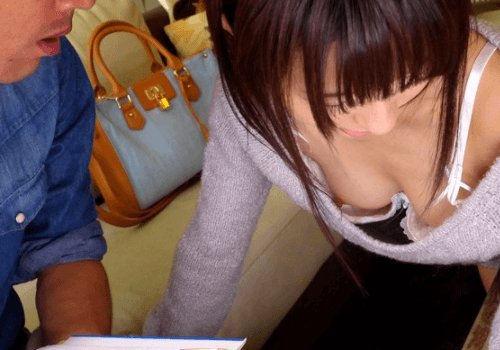 【家庭教師エロ画像】巨乳の谷間チラつかせながら胸チラ状態で勉強とセックスを教えてくれる家庭教師のエロ画像集ですwwww 42