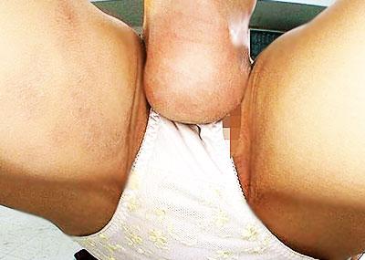 【電気あんまエロ画像】清楚なお嬢さんのおまんこを足の裏で刺激して潮吹きアクメさせてる電気あんまのエロ画像集!ww【80枚】