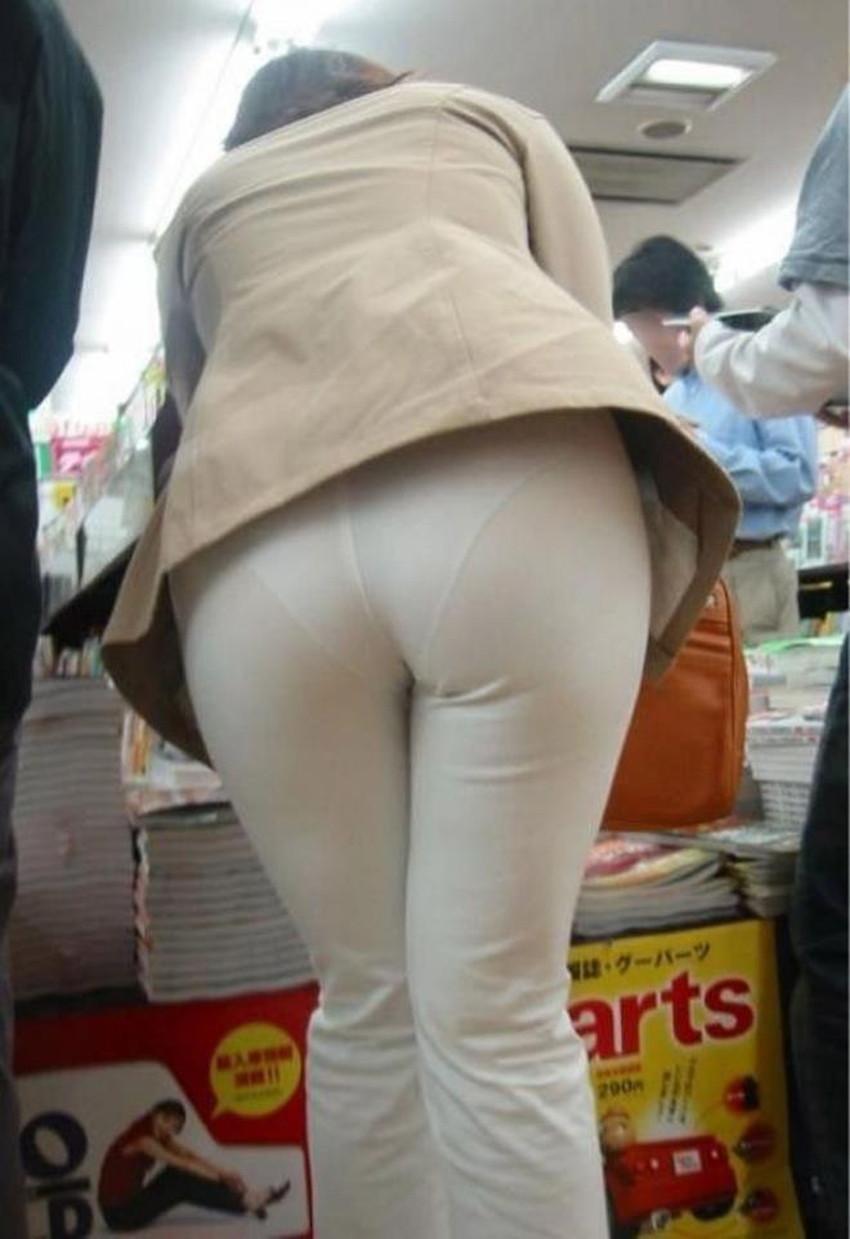 【パンツ丸見え素人エロ画像】透けパンや風パンチラ、しゃがみパンチラでパンティー丸見えになってる素人女子を盗撮したパンツ丸見え素人のエロ画像集!ww【80枚】 37