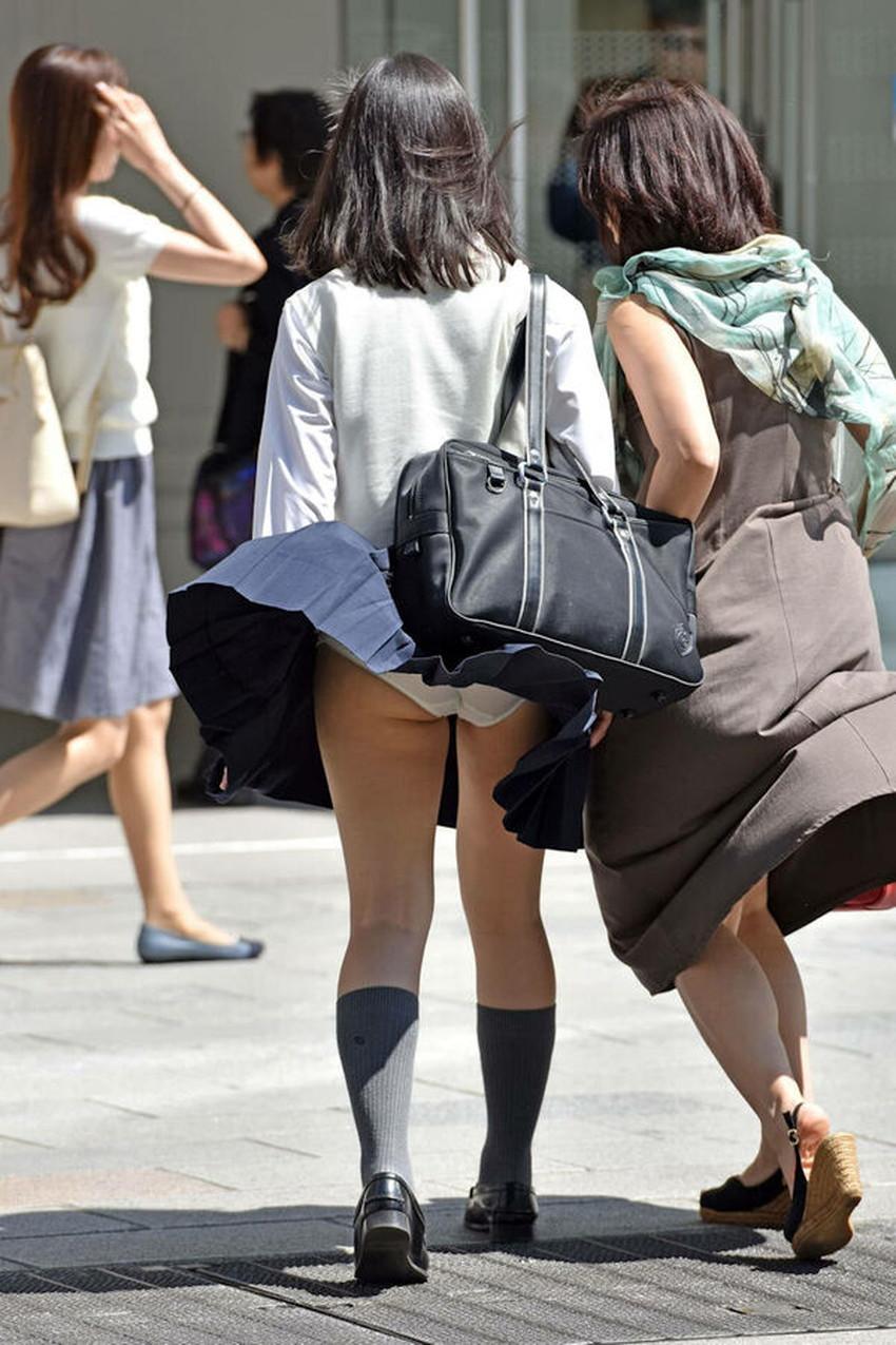 【パンツ丸見え素人エロ画像】透けパンや風パンチラ、しゃがみパンチラでパンティー丸見えになってる素人女子を盗撮したパンツ丸見え素人のエロ画像集!ww【80枚】 47