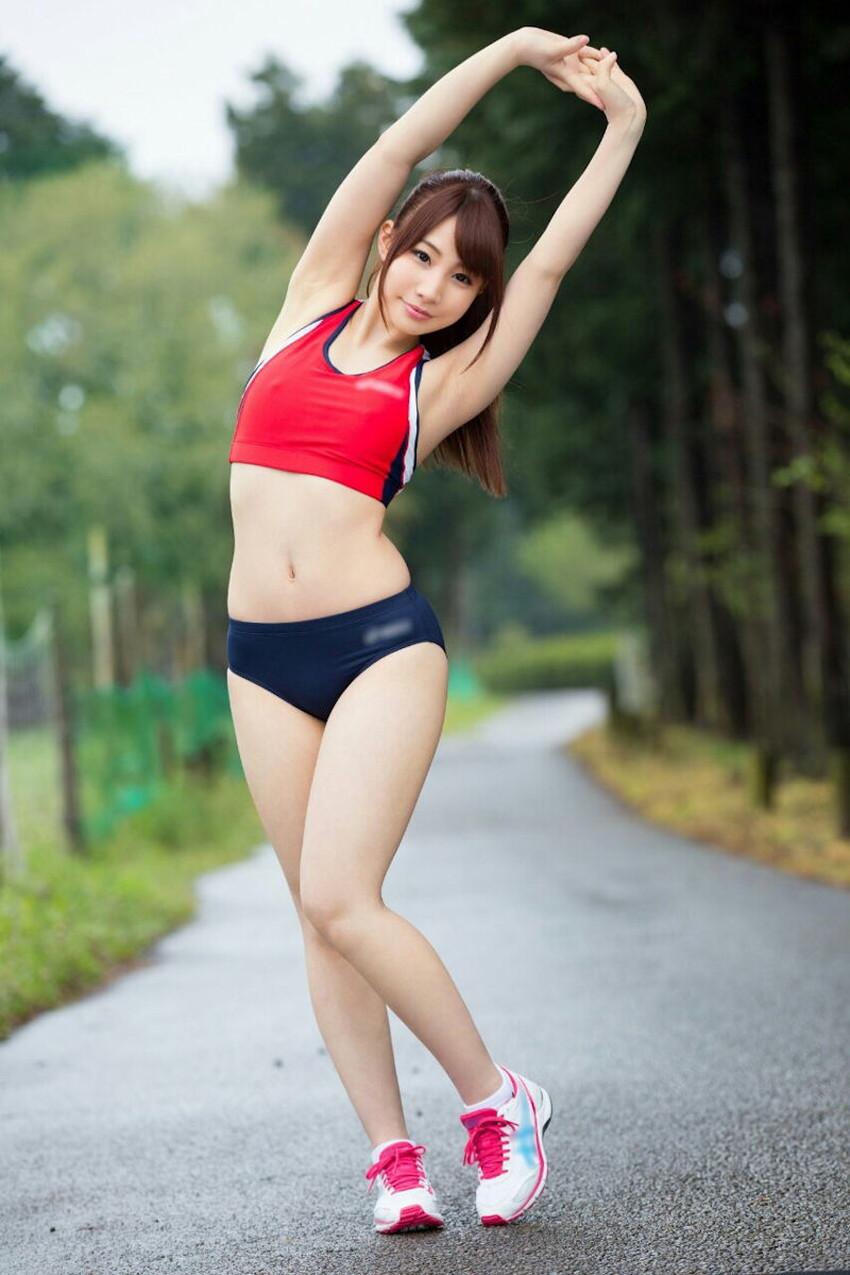 【ストレッチエロ画像】インストラクターやスポーツ美少女がストレッチで大股広げて胸チラさせてるストレッチのエロ画像集!ww【80枚】 42