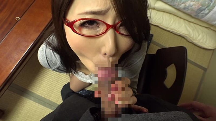 【メガネ主婦エロ画像】マジメそうなメガネの裏側に隠された人妻の性欲!ww他人棒をフェラして不倫を堪能しているメガネ主婦のエロ画像集!w【80枚】 44