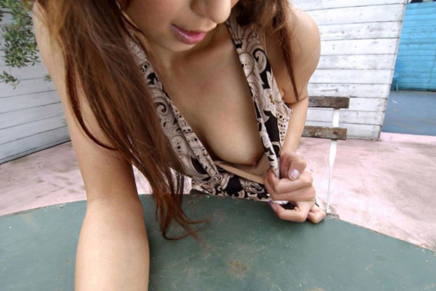 【片乳露出エロ画像】ブラや水着をペロンとめくって片乳だけ見せてくれる片乳露出のエロ画像集!ww【80枚】 14