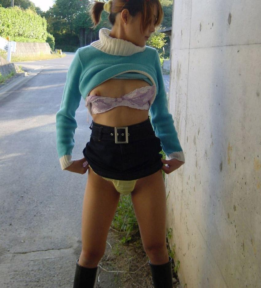 【片乳露出エロ画像】ブラや水着をペロンとめくって片乳だけ見せてくれる片乳露出のエロ画像集!ww【80枚】 53