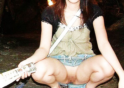 【ノーパン痴女エロ画像】ノーパンでおまんこチラつかせながら街中をウロつくノーパン痴女のエロ画像集!w【80枚】