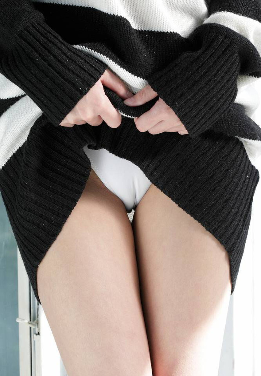 【ワレメ食い込みエロ画像】美女のまんすじがバッチリ食い込んでて股間の一本線が丸見えになってるワレメ食い込みのエロ画像集!ww【80枚】 68