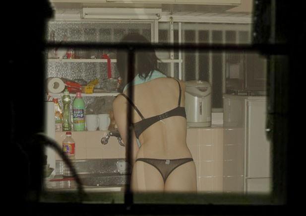 【民家盗撮エロ画像】素人人妻や一人暮らしJDを窓から覗いて風呂上がりや着替えを盗撮しちゃった民家盗撮のエロ画像集w 42