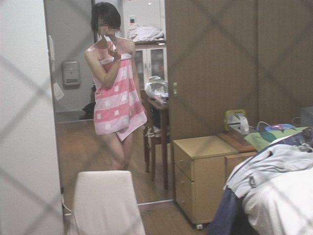 【民家盗撮エロ画像】素人人妻や一人暮らしJDを窓から覗いて風呂上がりや着替えを盗撮しちゃった民家盗撮のエロ画像集w 43