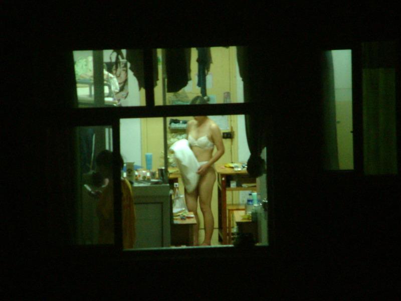 【民家盗撮エロ画像】素人人妻や一人暮らしJDを窓から覗いて風呂上がりや着替えを盗撮しちゃった民家盗撮のエロ画像集w 56