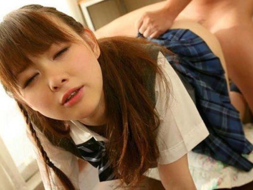 【JKセックスエロ画像】ウブな美少女JKの制服をめくってピンク乳首を舐めながらロリなワレメに巨根をブチ込むJKセックスのエロ画像集!ww【80枚】 15