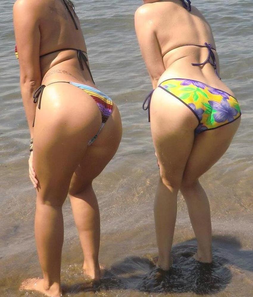 【ビキニ尻エロ画像】ビーチやプールでビキニギャルが日焼けした美尻にワレメを食い込ませてるビキニ尻のエロ画像集!w【80枚】 16