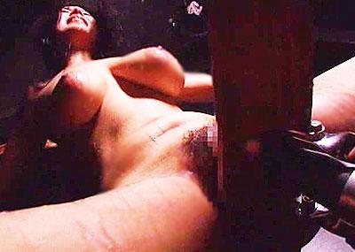 【三角木馬エロ画像】全裸女子を古の拷問器具である三角木馬に跨がらせて股裂け調教してる三角木馬のエロ画像集!ww【80枚】