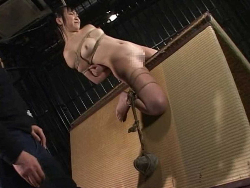 【三角木馬エロ画像】全裸女子を古の拷問器具である三角木馬に跨がらせて股裂け調教してる三角木馬のエロ画像集!ww【80枚】 13