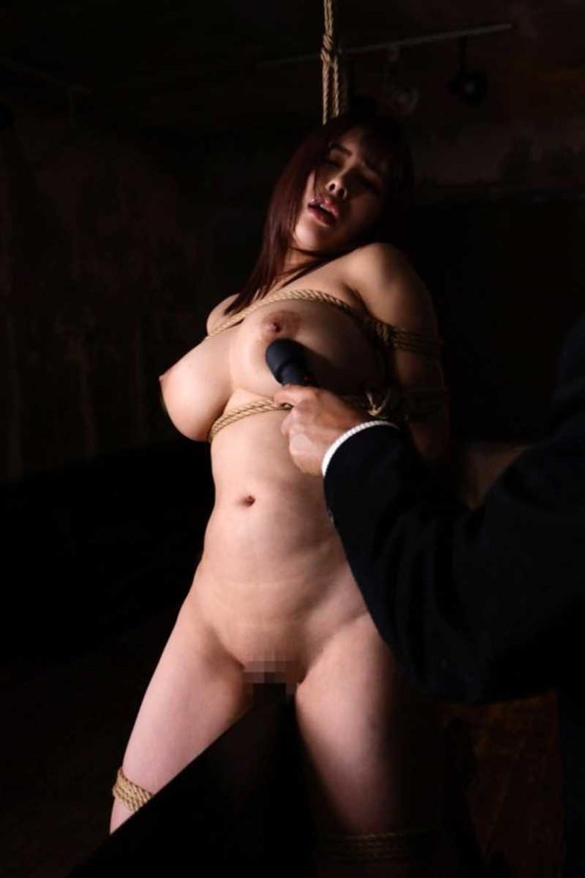 【三角木馬エロ画像】全裸女子を古の拷問器具である三角木馬に跨がらせて股裂け調教してる三角木馬のエロ画像集!ww【80枚】 48