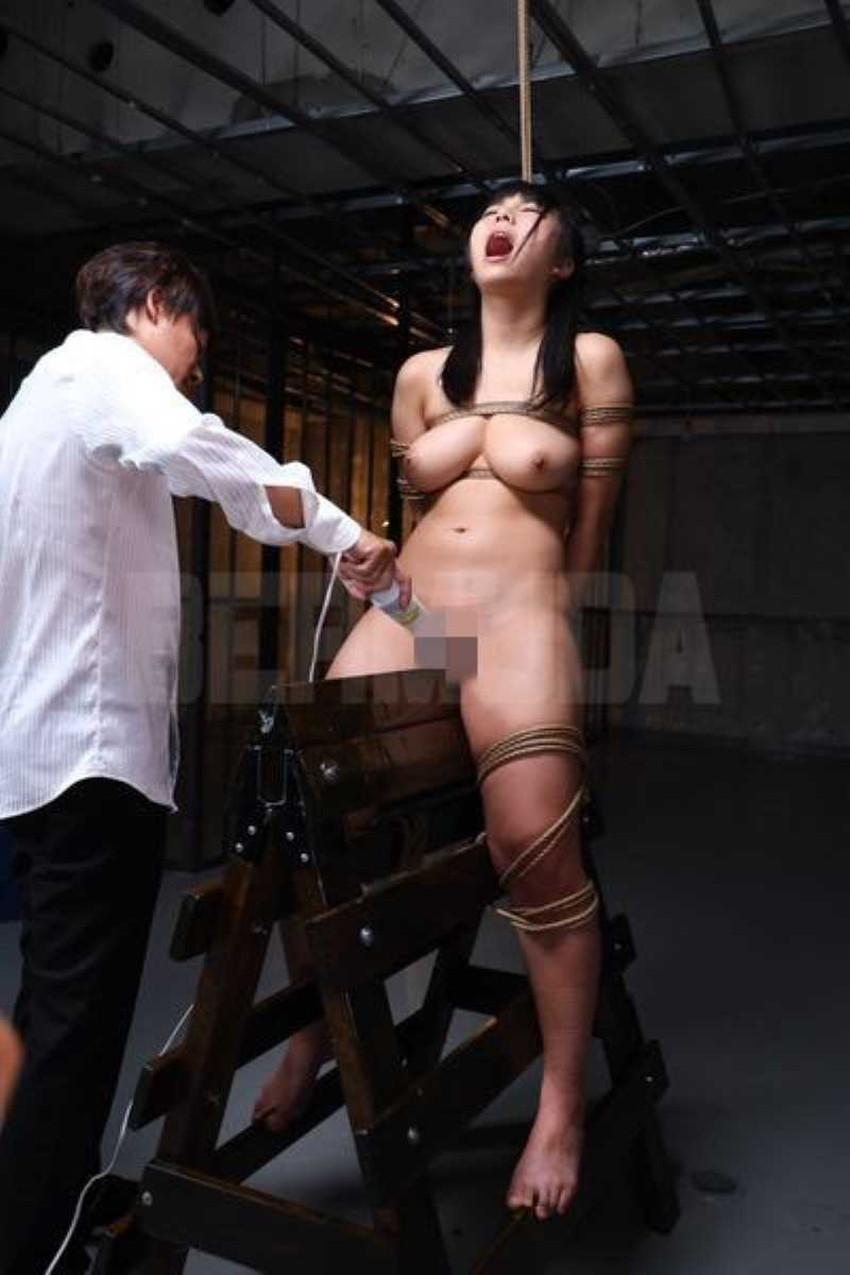 【三角木馬エロ画像】全裸女子を古の拷問器具である三角木馬に跨がらせて股裂け調教してる三角木馬のエロ画像集!ww【80枚】 73