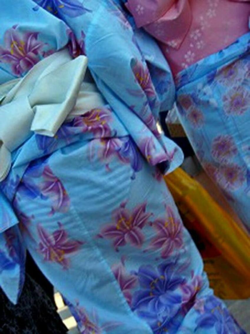 【パンツ透け透けエロ画像】薄手のスカートやズボンの素人娘のスケパンに盗撮したくなる衝動を抑えきれなくなるパンツ透け透けのエロ画像集!w【80枚】 21