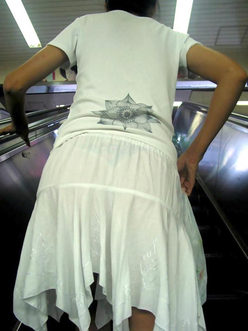 【パンツ透け透けエロ画像】薄手のスカートやズボンの素人娘のスケパンに盗撮したくなる衝動を抑えきれなくなるパンツ透け透けのエロ画像集!w【80枚】 59