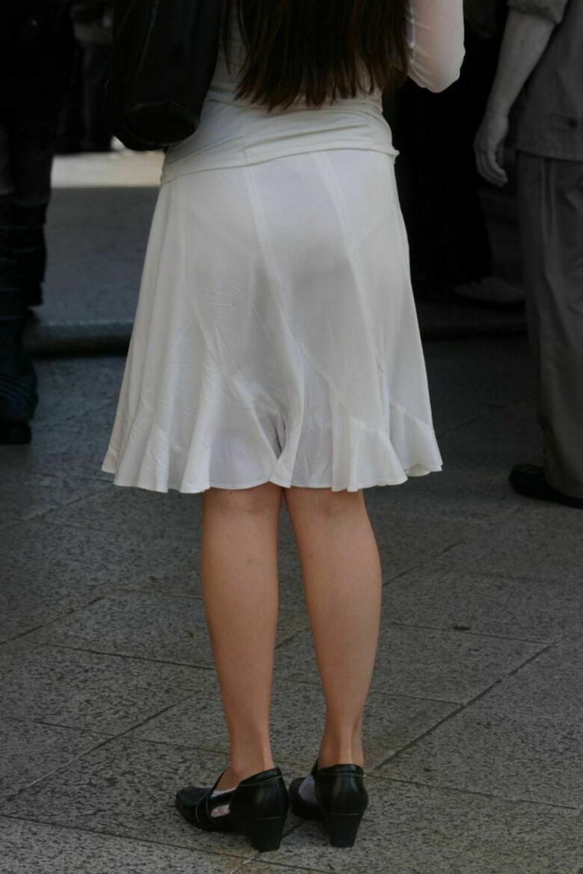 【パンツ透け透けエロ画像】薄手のスカートやズボンの素人娘のスケパンに盗撮したくなる衝動を抑えきれなくなるパンツ透け透けのエロ画像集!w【80枚】 68