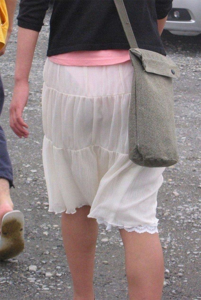 【パンツ透け透けエロ画像】薄手のスカートやズボンの素人娘のスケパンに盗撮したくなる衝動を抑えきれなくなるパンツ透け透けのエロ画像集!w【80枚】 69