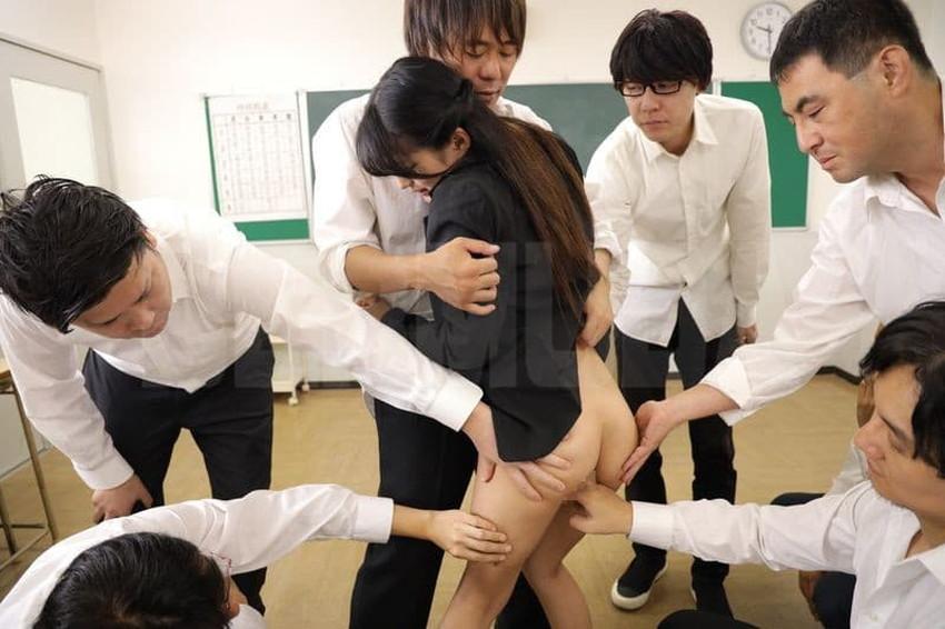【教室セックスエロ画像】教室でセックスしたがる小悪魔JKや女教師がおねだりフェラして机に手を付きバック挿入されてる教室セックスのエロ画像集!ww【80枚】 38