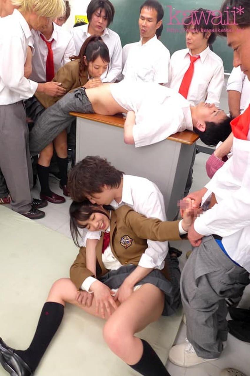 【教室セックスエロ画像】教室でセックスしたがる小悪魔JKや女教師がおねだりフェラして机に手を付きバック挿入されてる教室セックスのエロ画像集!ww【80枚】 80