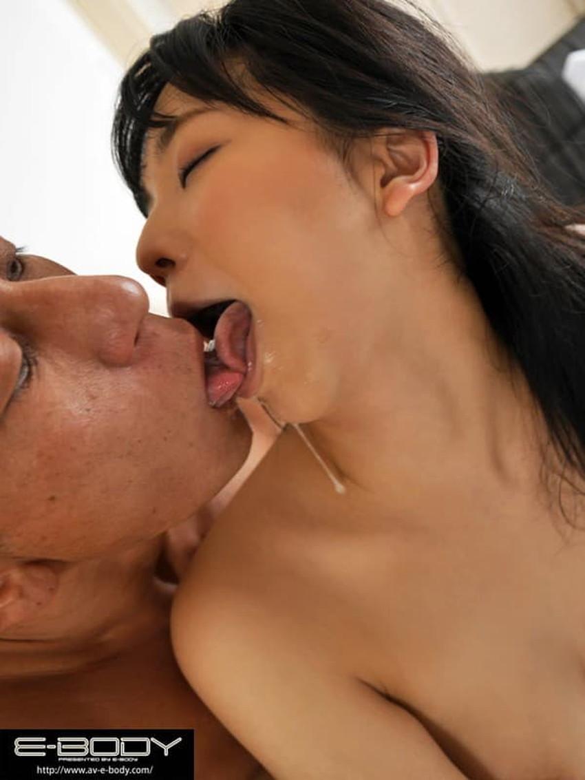 【ベロキスエロ画像】分厚くて唾液まみれのエロい舌を絡めてスケベなお姉さんたちが濃厚ディープキスを堪能しているベロキスのエロ画像集!ww【80枚】 56