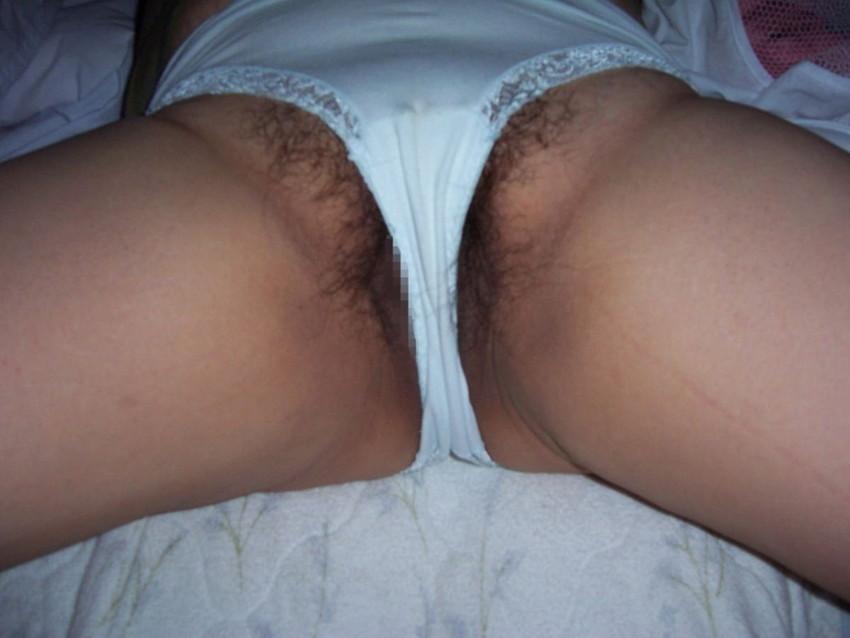 【ハミマンエロ画像】むっちりエロボディ娘の股間からマン肉が!舐めてクンニしまくりたくなるハミマンエロ画像集!ww 31