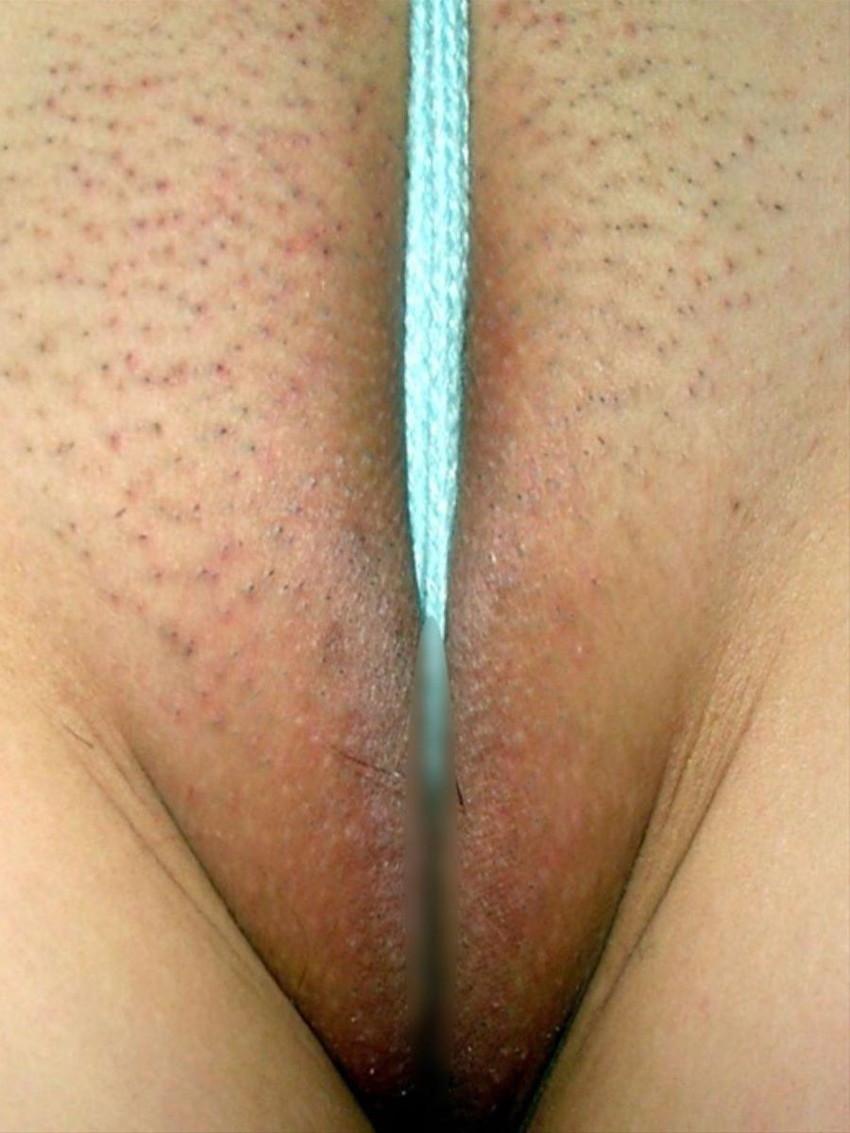 【ハミマンエロ画像】むっちりエロボディ娘の股間からマン肉が!舐めてクンニしまくりたくなるハミマンエロ画像集!ww 58