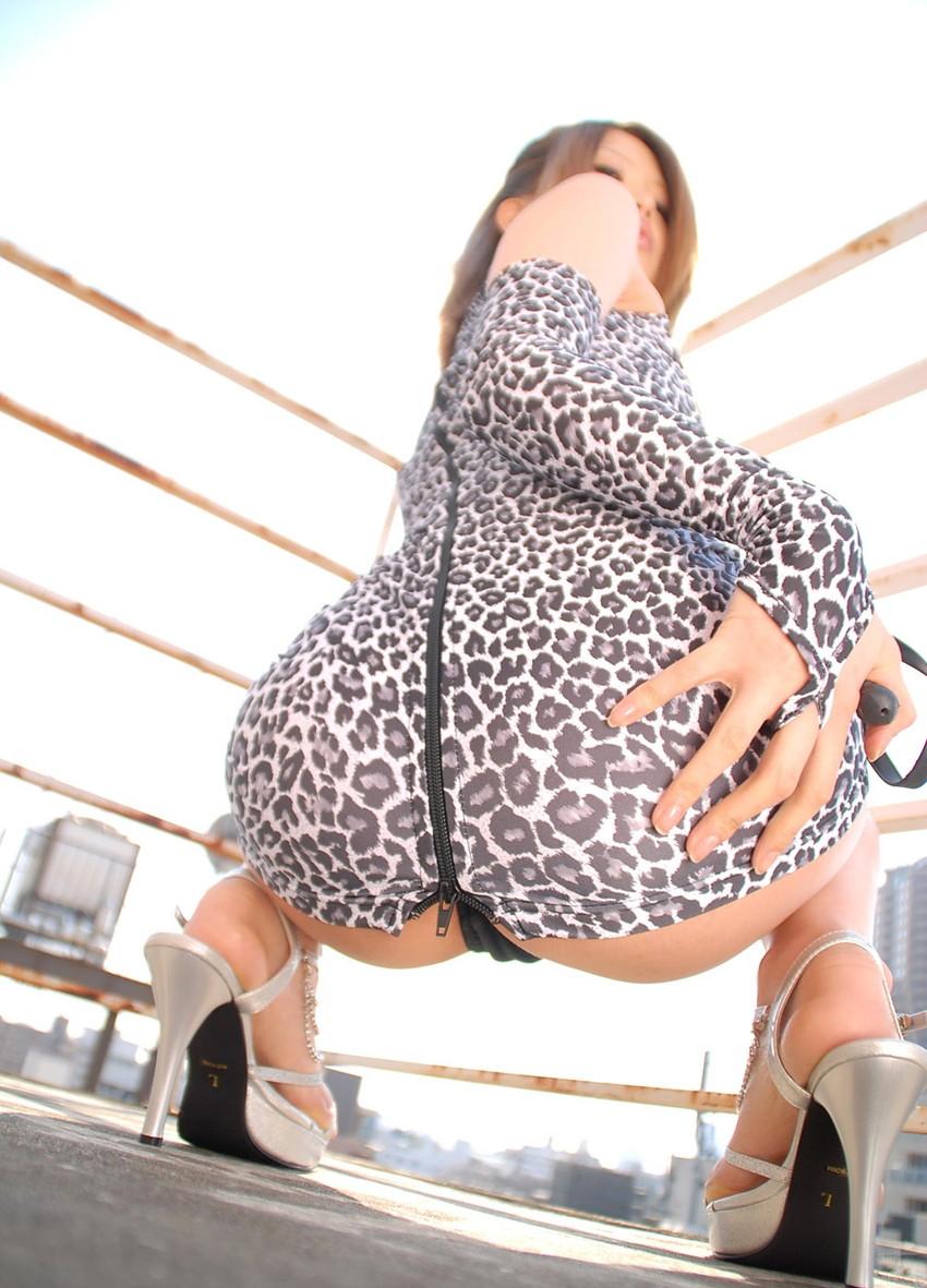 【蹲踞ヌードエロ画像】そんきょしてしゃがむ美女の巨乳とチラっと見える股間が堪らなくエロい蹲踞ヌードのエロ画像集!w【80枚】 11