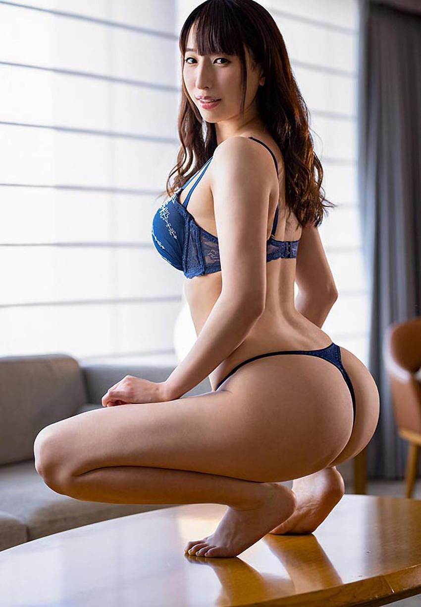 【蹲踞ヌードエロ画像】そんきょしてしゃがむ美女の巨乳とチラっと見える股間が堪らなくエロい蹲踞ヌードのエロ画像集!w【80枚】 60