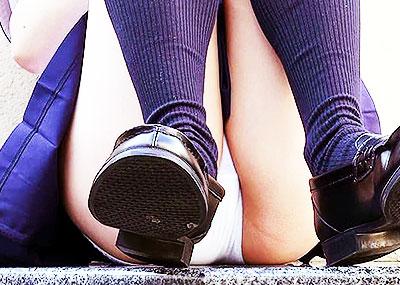 【JKパンチラエロ画像】制服JKのパンチラが見られた日って一日幸せwwJKパンチラのエロ画像集!ww【80枚】