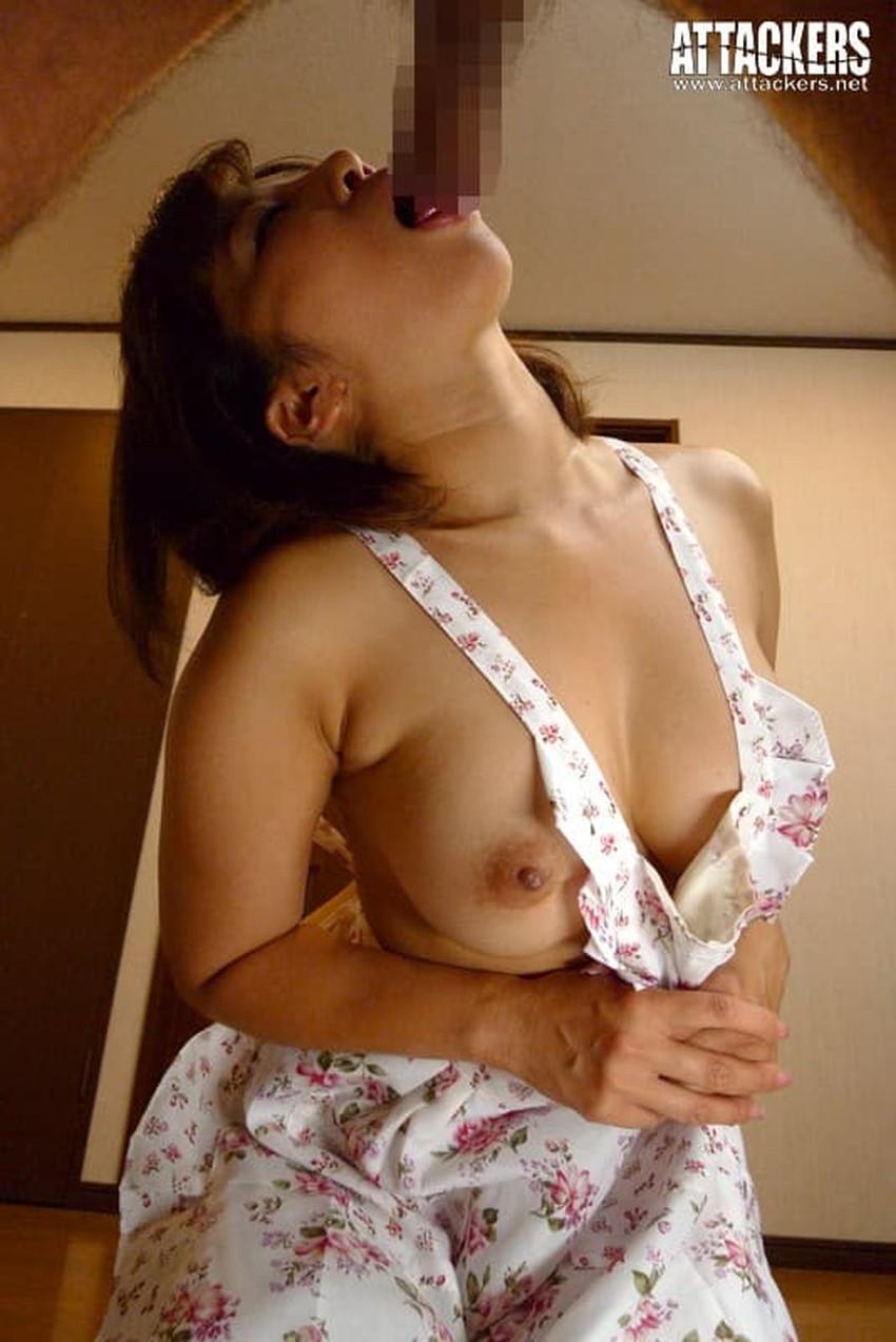【裸エプロンエロ画像】帰宅時に新婚妻にして欲しいコスプレNo.1の裸エプロン!横乳や美尻が丸見えになってる美人妻達の裸エプロンのエロ画像集!ww【80枚】 50