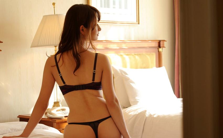 【裸エプロンエロ画像】帰宅時に新婚妻にして欲しいコスプレNo.1の裸エプロン!横乳や美尻が丸見えになってる美人妻達の裸エプロンのエロ画像集!ww【80枚】 08
