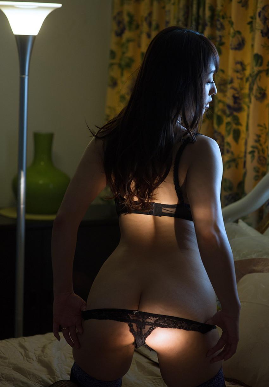 【裸エプロンエロ画像】帰宅時に新婚妻にして欲しいコスプレNo.1の裸エプロン!横乳や美尻が丸見えになってる美人妻達の裸エプロンのエロ画像集!ww【80枚】 40