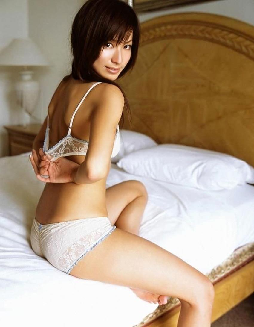 【裸エプロンエロ画像】帰宅時に新婚妻にして欲しいコスプレNo.1の裸エプロン!横乳や美尻が丸見えになってる美人妻達の裸エプロンのエロ画像集!ww【80枚】 67