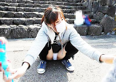 【人妻パンチラエロ画像】他人の妻のパンチラを目撃してプチNTR気分になれる人妻パンチラのエロ画像集!ww【80枚】