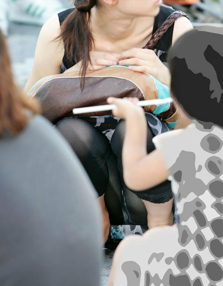 【人妻パンチラエロ画像】他人の妻のパンチラを目撃してプチNTR気分になれる人妻パンチラのエロ画像集!ww【80枚】 34