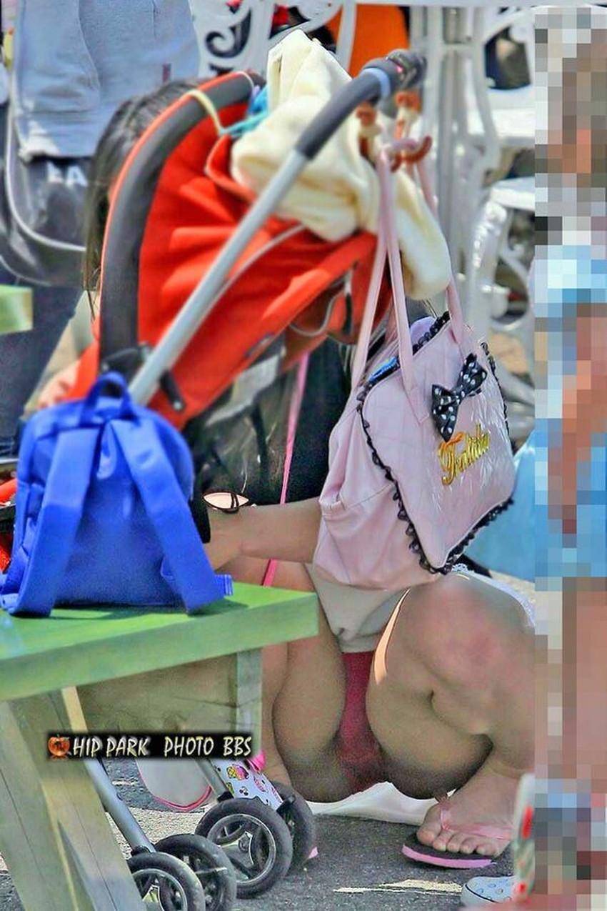 【人妻パンチラエロ画像】他人の妻のパンチラを目撃してプチNTR気分になれる人妻パンチラのエロ画像集!ww【80枚】 39