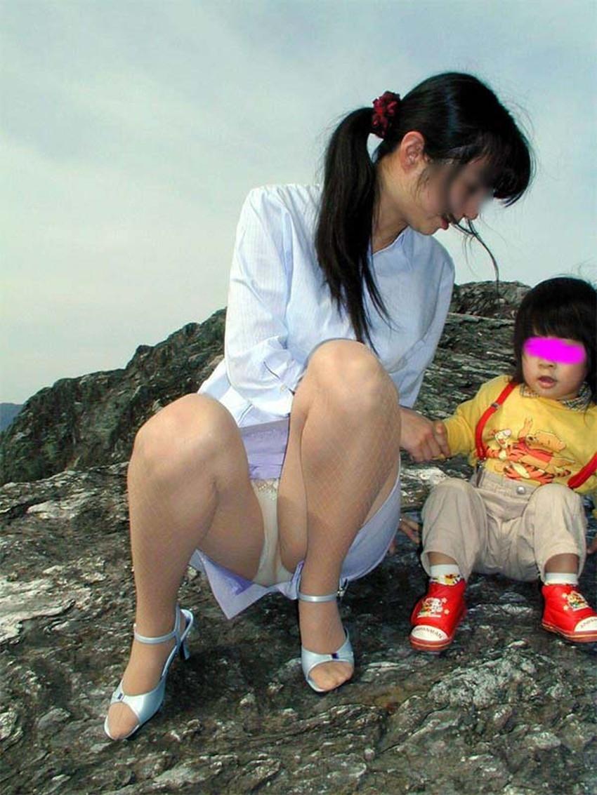 【人妻パンチラエロ画像】他人の妻のパンチラを目撃してプチNTR気分になれる人妻パンチラのエロ画像集!ww【80枚】 42