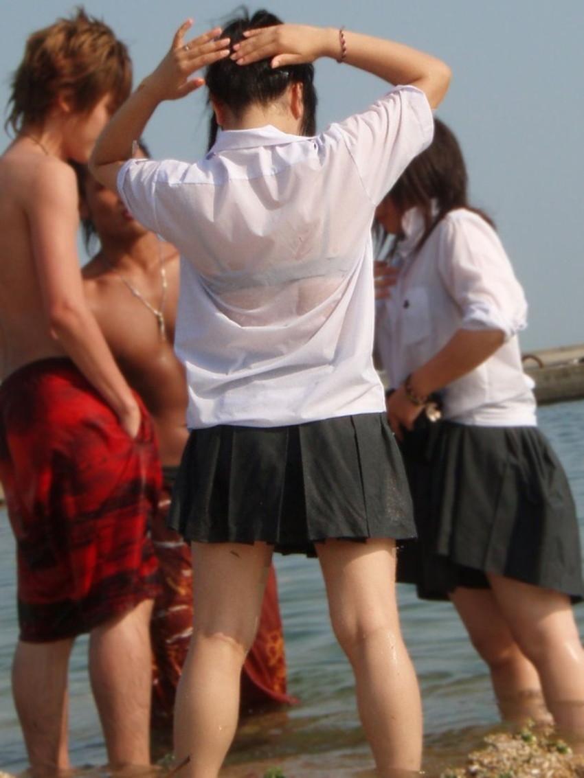 【びしょ濡れJKエロ画像】ぐぅカワJKの制服や体操服がびしょ濡れでブラジャーや乳首が透け透けになってるびしょ濡れJKのエロ画像集!w【80枚】 46