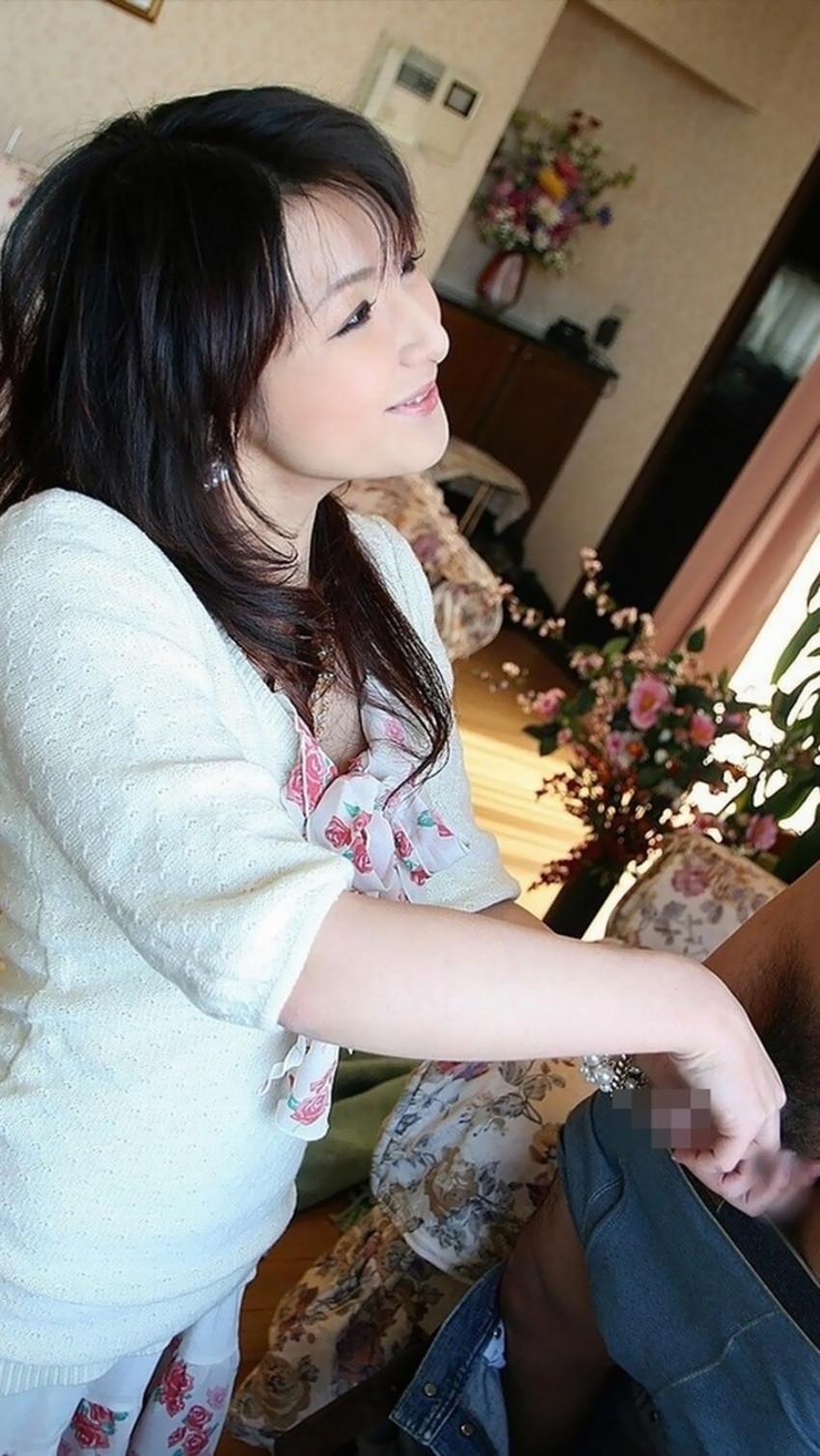 【手コキエロ画像】美女の顔を眺めながらのご奉仕手コキや人妻の経験豊富なセンズリテクが最高過ぎる手コキのエロ画像集!ww【80枚】 65